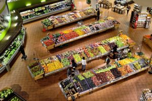 How I make grocery shopping less stressful | www.raneysrevelations.com